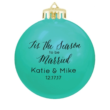 Give These Personalized Round Holiday Ornaments To Your Guests As