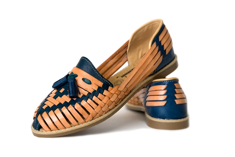 757a55677de40 Women's Closed Toe Tassel Huaraches Sandals - Blue/Tan