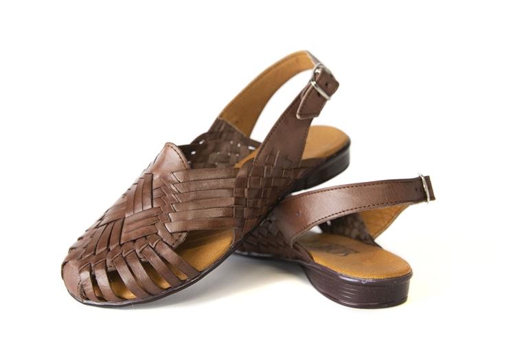 best website 17722 58ebe Women's Closed Toe Noche Huaraches Sandals - Brown