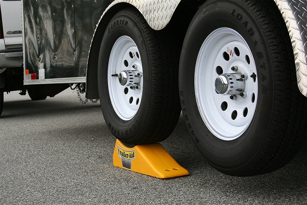 Camco 23 Trailer Aid Plus Yellow