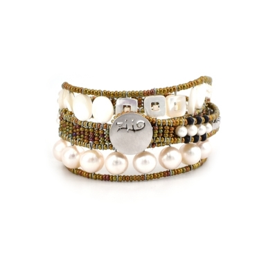Ziio's new Evolution Bracelet is designed to fit any wrist, from child to adult. With an innovative fastening technique, it becomes a universal model for all. Hand crafted in White Pearls on stainless steel wire. Sterling Silver closure