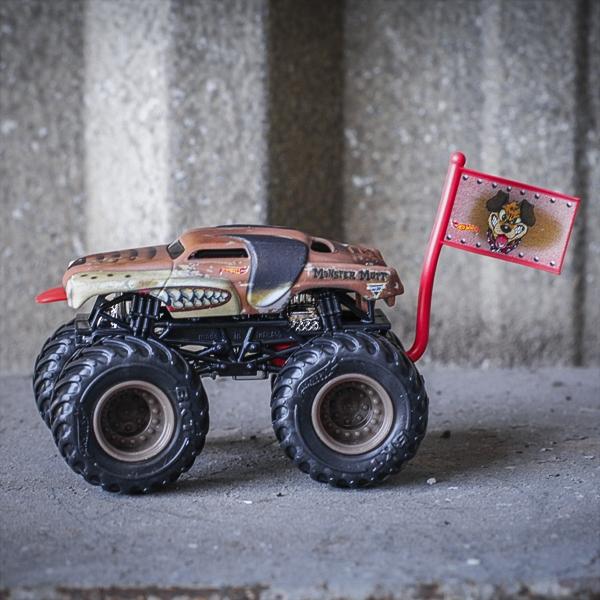 Monster Truck Dog >> 1 64 Hot Wheels Monster Mutt Junkyard Dog Truck Flag Series 1 5 Mj Dog Pound