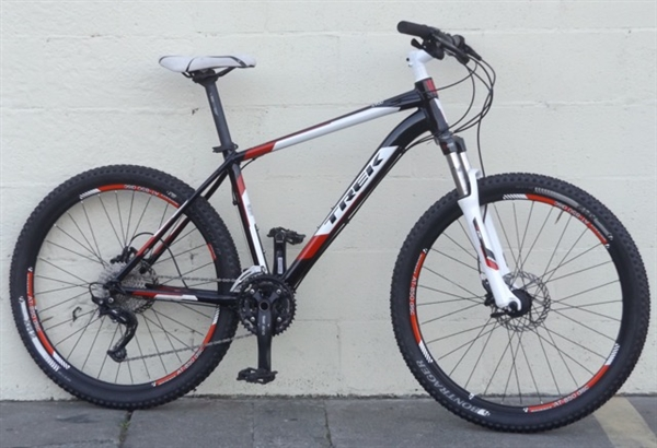 "18.5"" Trek 4900 Hydro Disc Aluminum Remote Lockout Hardtail Mountain Bike ~5'8"" to 5'11"""