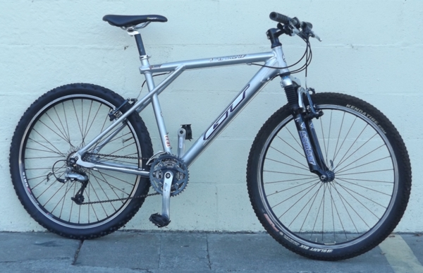 "18"" GT Avalanche Aluminum Suspension Mountain Bike ~5'6""-5'9"""