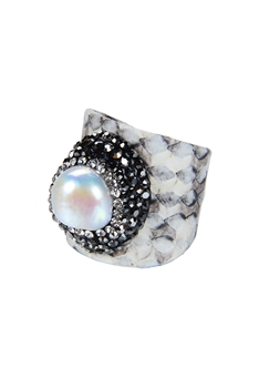 Fashion Snake Skin Leather Pearl Rings R1384 - White
