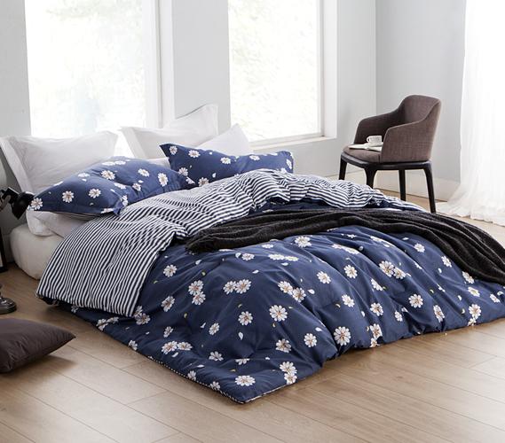 Navy Daisies Twin XL College Comforter   Dorm Room Essentials