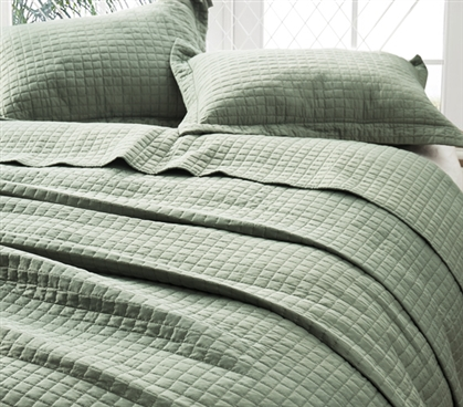 Pre-Washed with Cotton Fill Twin XL Quilt Moss Green College Bedding Classic Supersoft