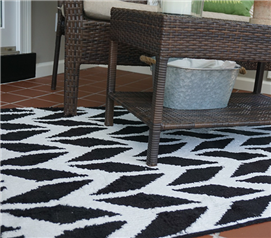 Broken Arrow Rug - Black & White