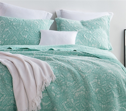 Hint of Mint Stone Washed Extra Long Twin College Quilt with Textured Gradient