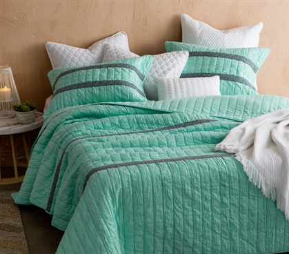 Yucca Summer Lace Textured Quilt - Twin XL