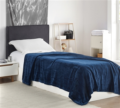 Me Sooo Comfy Twin XL Blanket - Navy