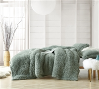 Softest Luxury Plush with Thick Polyester Inner Fill Cozy Oversized King Comforter in Stylish Green Color