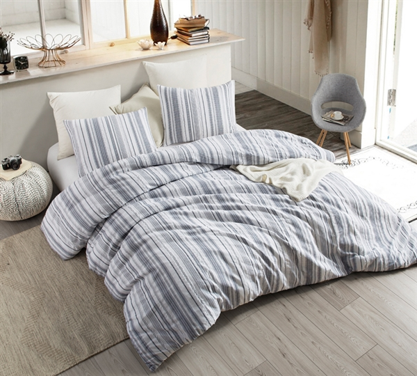 Oversized Queen XL Bedding in Neutral White with Stylish Navy Line Details made of Soft Cotton for Queen or Queen XL Bed