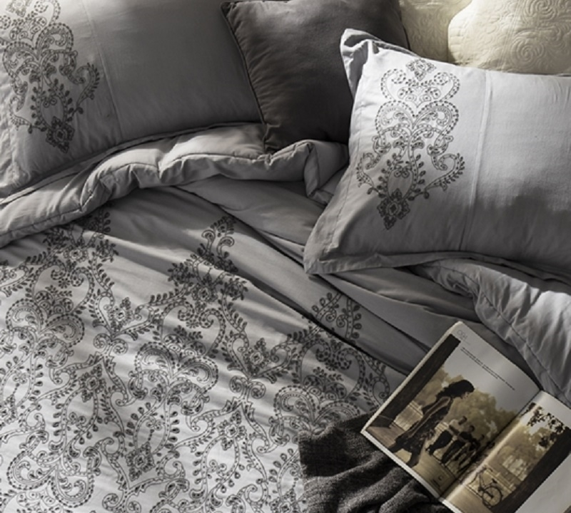Alloy And Pewter Embroidery Bed Sham Sets For King Size Bedding