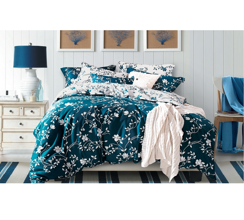 Moxie Vines Teal And White Queen Comforter
