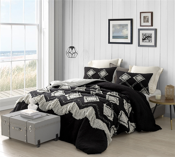 Hometown Antiquity Textured Queen Comforter - Black/Glacier Gray