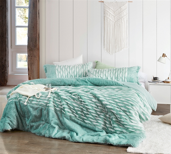 Blue Green Oversized King Bedding Set with King Pillow Shams and King Oversized Bedspread