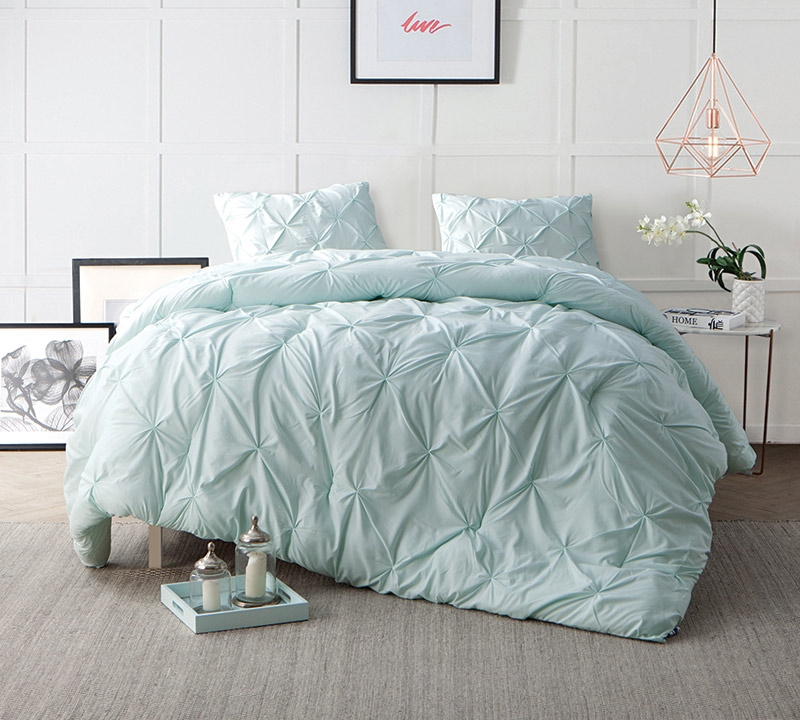 Perfect Hint Of Mint Pin Tuck Queen Comforter   Oversized Queen XL Bedding