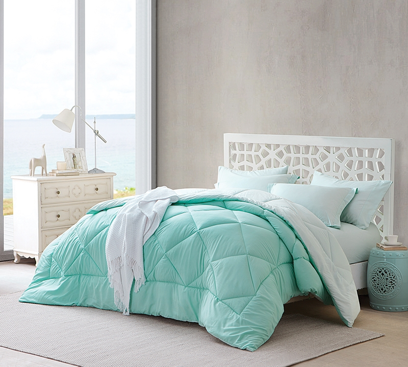 Yucca/Hint of Mint Reversible King Comforter - Oversized King XL Bedding