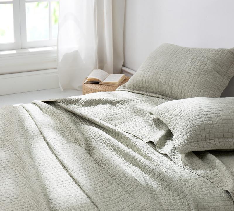 warm king xl quilt - lightweight textured bedding - silver birch
