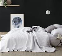 White Dye-Free Oversized Queen Quilt Comfortable Supersoft Pre-Washed Extended Queen Bedding