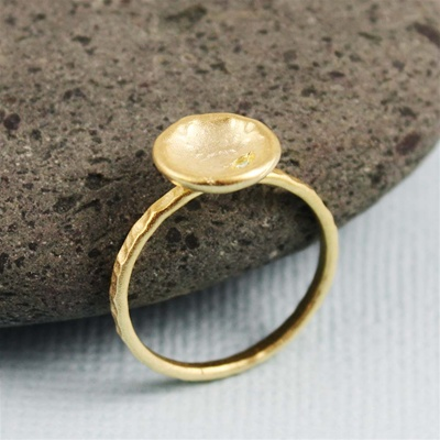 Hammered Gold White Stone Dish Ring
