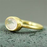 Gold Oval Rose Quartz Ring