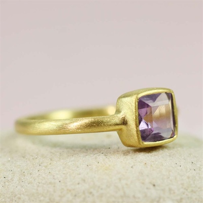 Gold Square Amethyst Ring