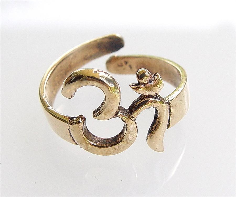 r 12 aum om ring in 9 metal gold adjustable size. Black Bedroom Furniture Sets. Home Design Ideas