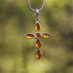 Pendentif croix en argent et ambre