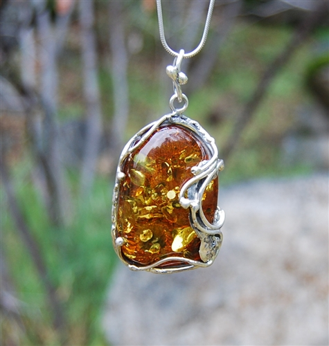 of jewish a amber kind jewelry with one cognc inclusions pendant