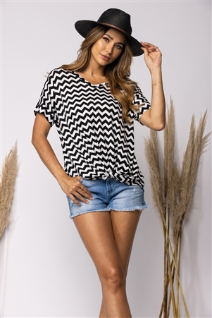BLACK/WHITE CHEVRON PRINT TWIST HEM TOP
