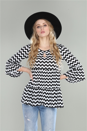BLACK/WHITE ZIG ZAG FLARED 3/4 BELL SLEEVE TOP