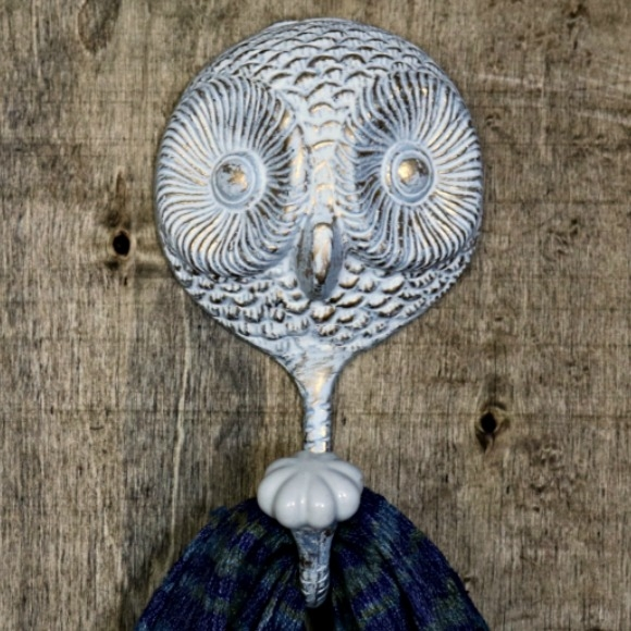 Owl Wall Hook In White Gold Finish Round Shape