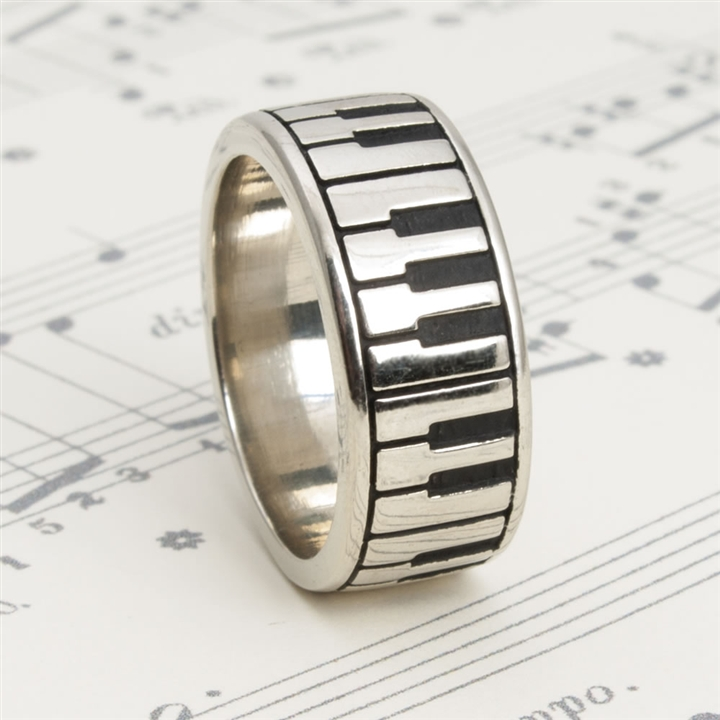White Bronze Keyboard Ring At The Music Stand