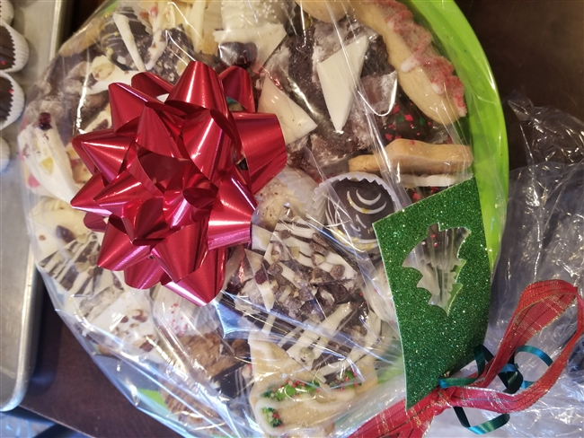 Holiday Gift Tray (M)