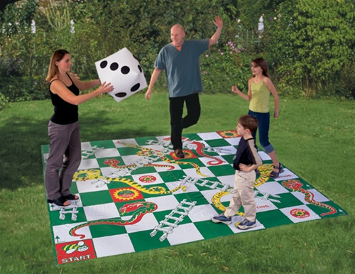 Giant snakes and ladders game for Ajedrez gigante jardin