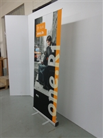 R1_Retractable_banner_stand