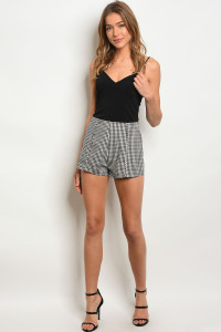 S14-8-5-NA-S2771 BLACK CREAM CHECKERS SHORTS 1-2-2-1