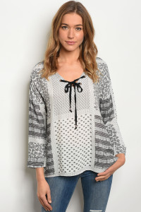 S8-14-4-T2216 WHITE BLACK PAISLEY PRINT TOP 2-2-2