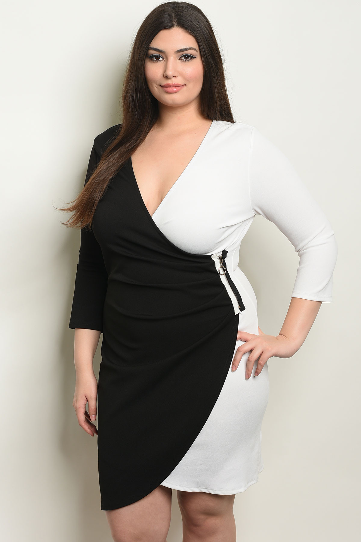 S18-13-4-D7495X BLACK WHITE PLUS SIZE DRESS 2-2-2