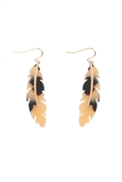 S23-11-3-FE5315GDBEG - ACETATE METAL FEATHER FISH HOOK EARRINGS -TOTOISE BEIGE/6PCS
