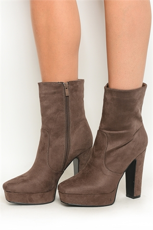S1-P30-TAPE-2 TAUPE BOOTS 2-2-2-2-2/10PAIRS