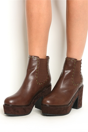 S8-P4-TEXT-1 BROWN BOOTS 2-2-2-2-2/10PAIRS