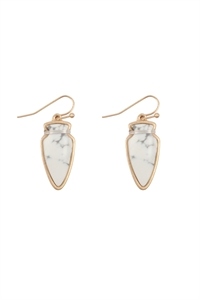 S23-4-4-ME3118WHT-ARROW HEAD SEMI STONE EARRINGS-WHITE/6PCS