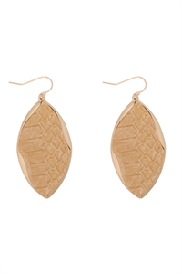S22-11-5-ME4723IVY - ANIMAL PRINT WRAP GENUINE LEATHER EARRINGS-IVORY/6PAIRS