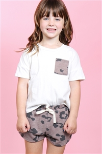 S18-12-3-PPP4058T-IVCC-1 - TODDLER GIRLS SOLID TOP LEOPARD POCKET AND SHORTS SET WITH SELF TIE- IVORY/COCO 2-2-2