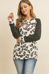 S10-16-4- RFT2230-RAP017-IVBK IVORY BLACK TEXTURED SLEEVE LEOPARD PRINT TOP 1-2-2-2