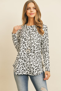 S15-11-2-RFT2368-RAP096-OFWBK OFF WHITE BLACK LONG SLEEVE ANIMAL PRINT ROUNDED HEM TOP 1-2-2-2