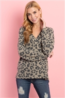 S12-8-1-RFT2375-RAP127-OV - LEOPARD V-NECK SIDE SLIT LONG BACK HEM TOP- OLIVE 1-2-2-2